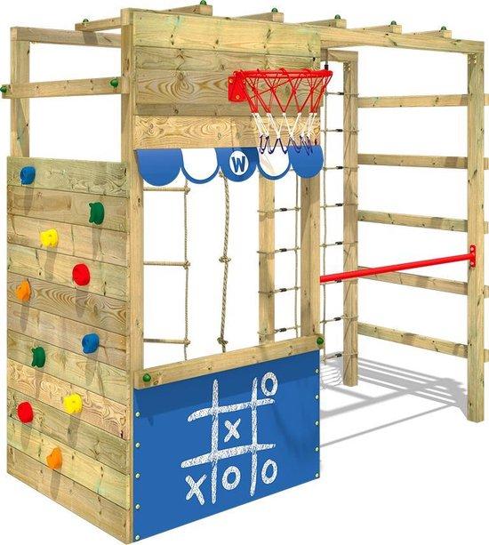 houten speeltoestellen met klimwand